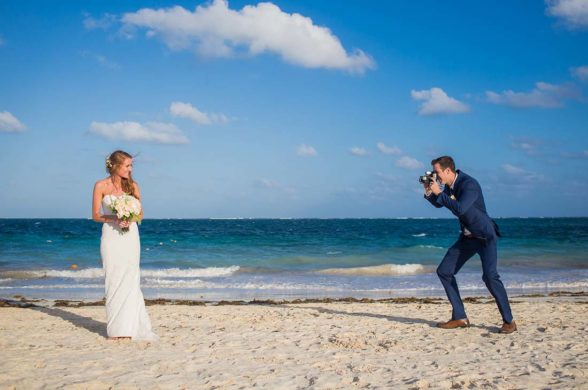 bride and groom photo sessions cancun beach