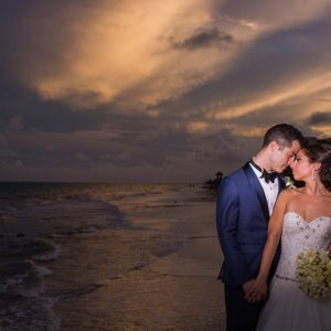 bride and groom photo sessions in cancun