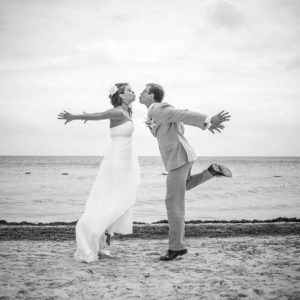 bride and groom weddingg photo sessions beach cancun
