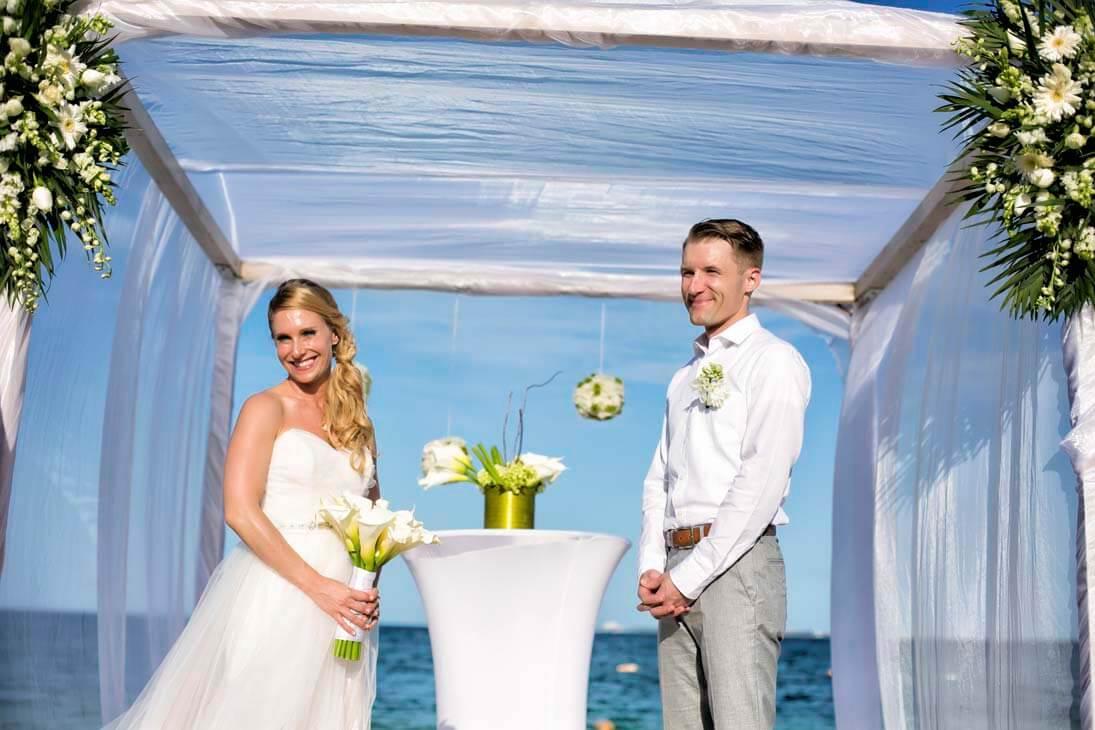 beloved playa mujeres wedding ceremony photos