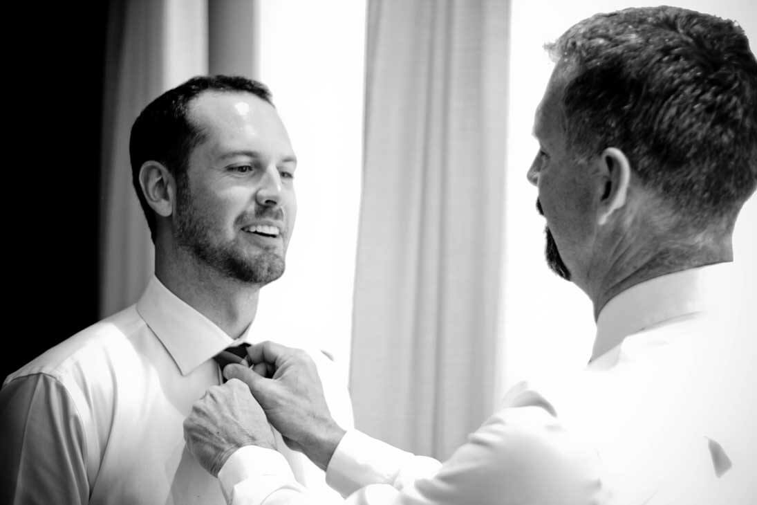 excellence el carmen wedding photography getting ready groom and father