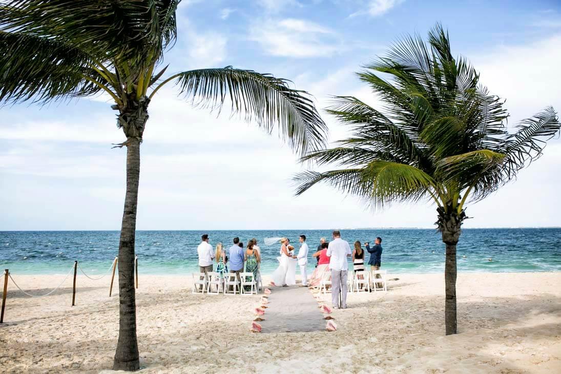 wedding ceremony photography in hotel beloved playa mujeres