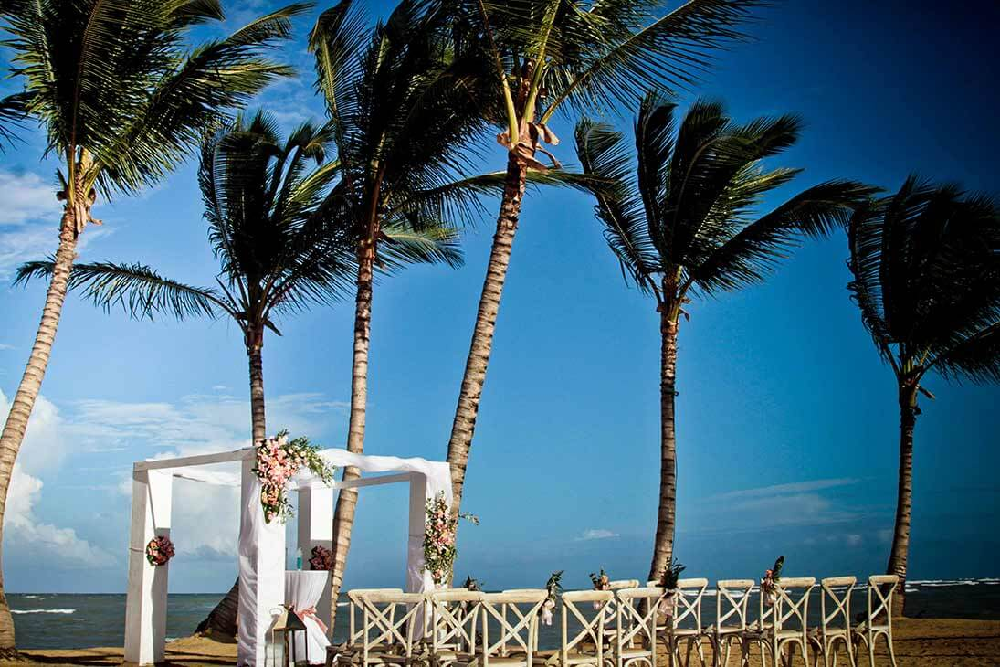 wedding photography ceremony on the beach